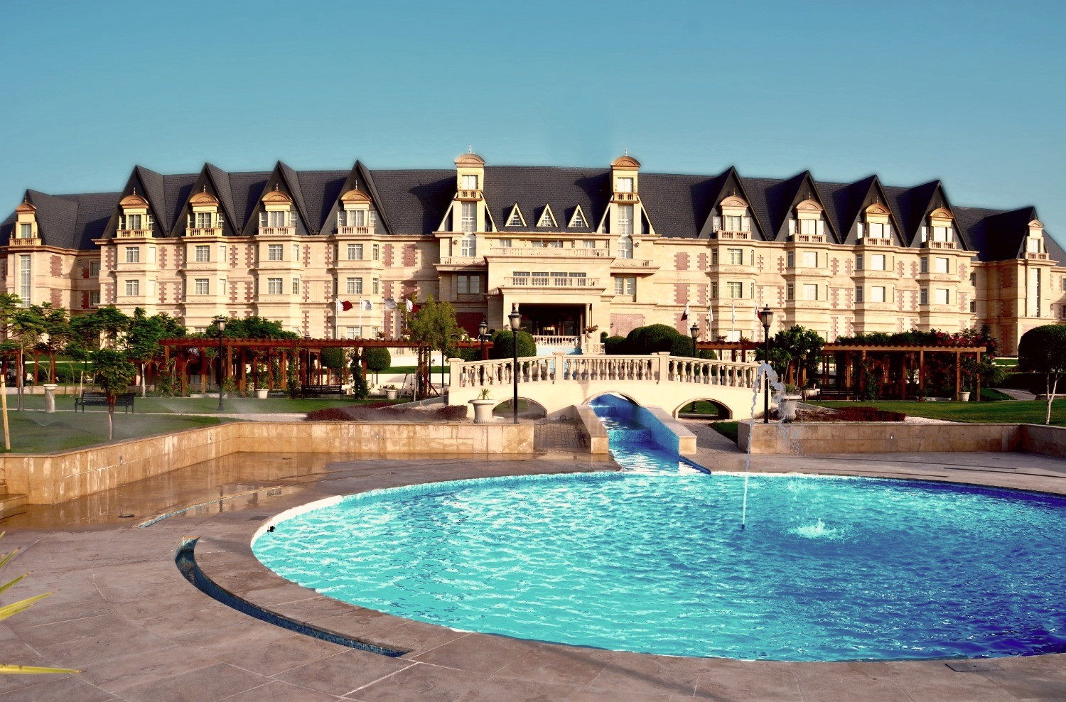 pool and fountain design in grand heritage hotel landscape