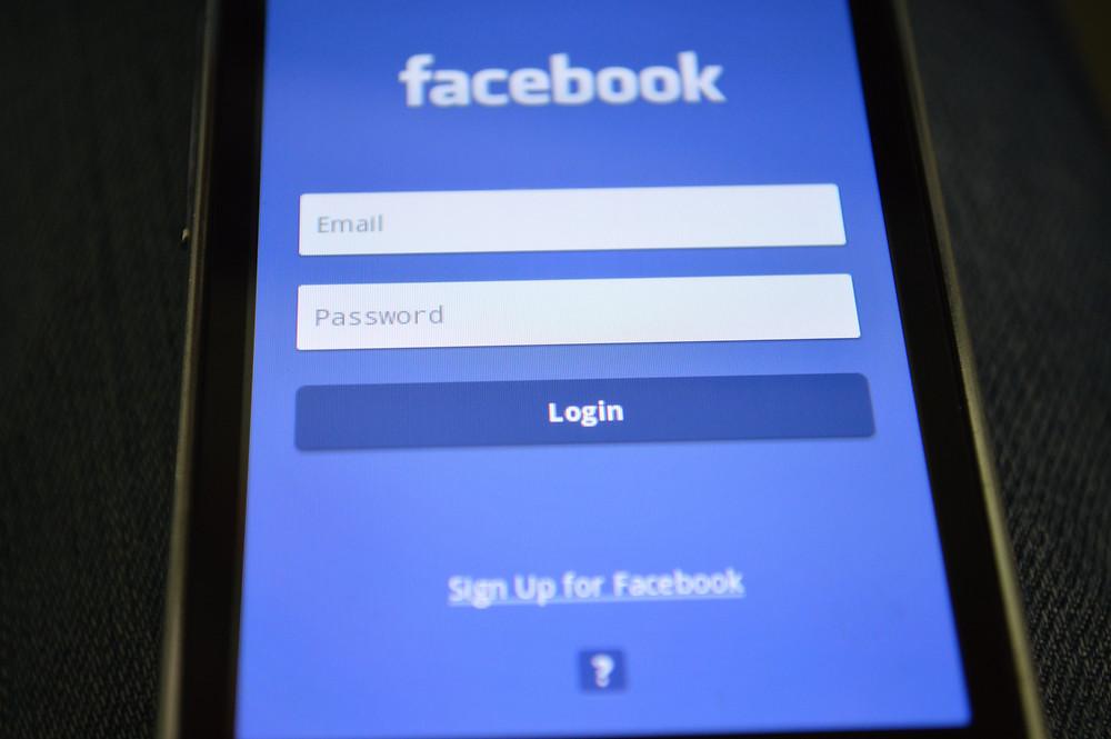 Applicacion de Facebook en telefono movil