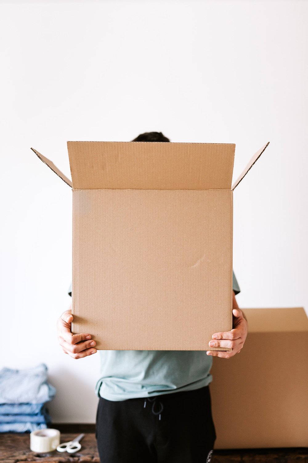 Man carrying a box. We describe how to maximize sales via a free shipping strategy.