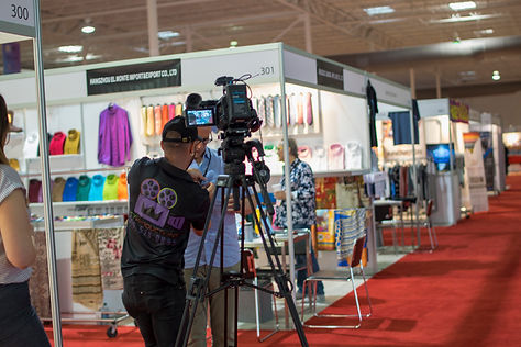 Event videographer. Trade show floor film session. ReyFilm on location shooting corporate interviews.