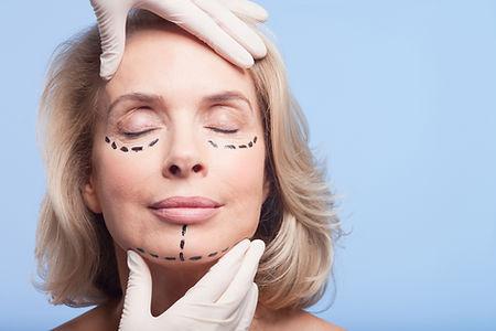 Preparación de cirugia de los párpados en clínica de Oftalmología