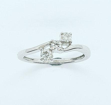 Diamond trilogy twist ring