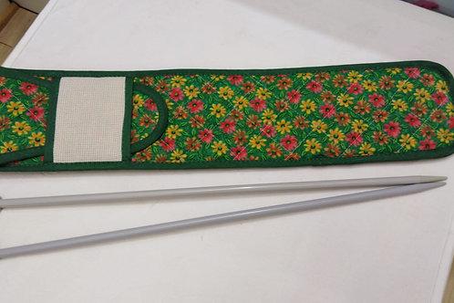 Portaferri con chiusura a patella e tela aida per personalizzarlo a punto croce