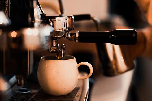 Kaffee in Leipzig. Roots. Pflanzencafé. Foto: Tom Williger. HEY Media Marketing.