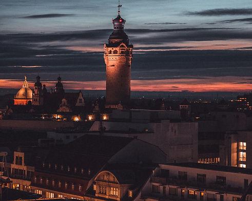 Neues Rathaus Leipzig bei Nacht. Foto: Tom Williger. HEY Media Marketing.