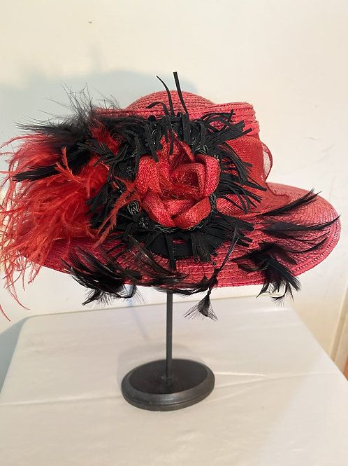 RED STRAW HAT W/FEATHER TRIM (BETMAR
