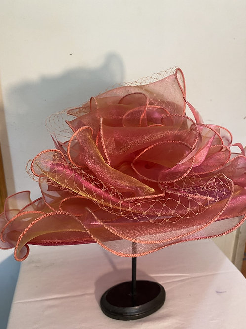 MEDIUM BRIM RUFFLE ORGANZA HAT W/PINK FLOWER & NETTING