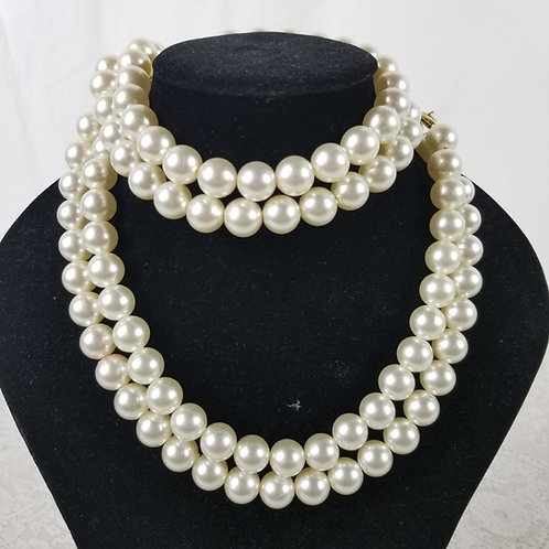 Long double pearl necklace.