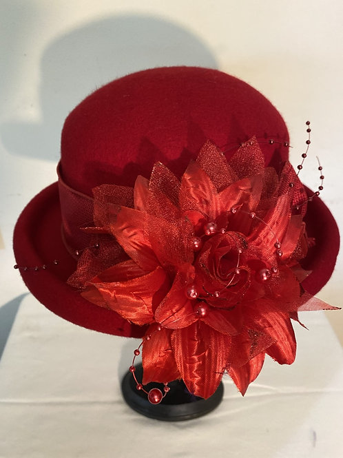 RED HAT W/ FLWER TRIM & BEADS