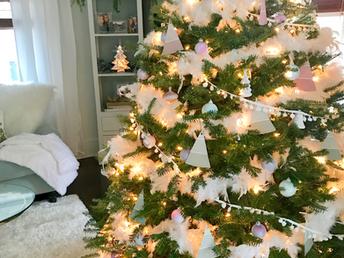 Challenge:Christmas treetheme on a budget!