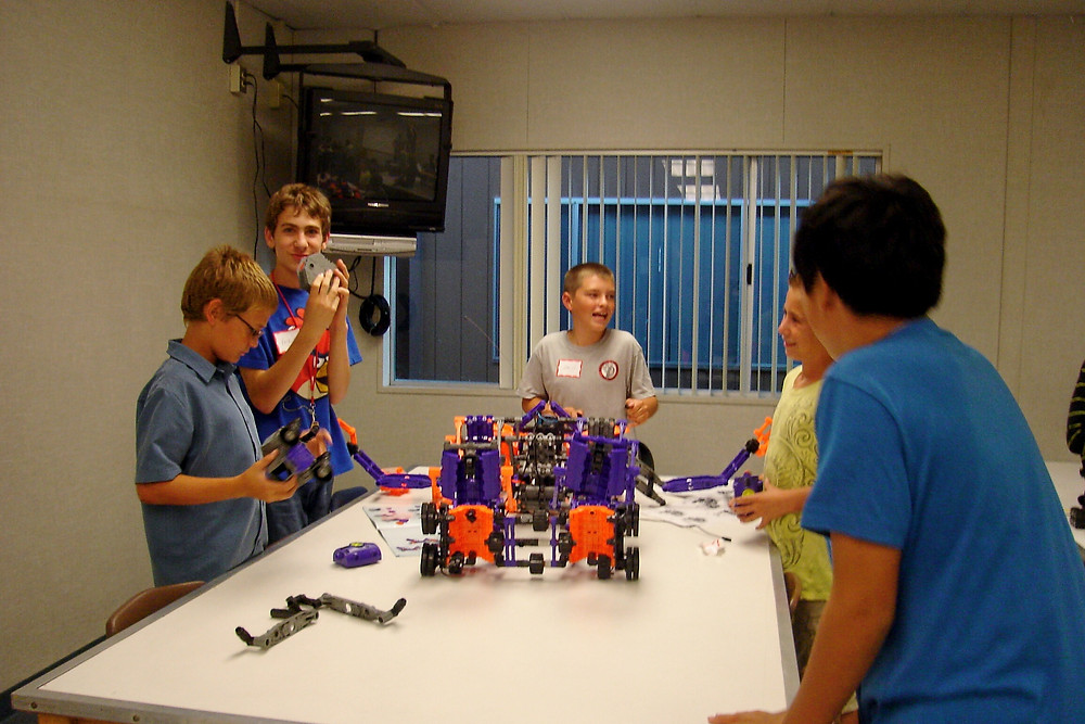 ROBOTICS AND THINGS - FUN WITH KIDS IN LA