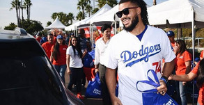 Smart & Final Partners up with LA Dodgers to Help needy Families this Thanksgiving!