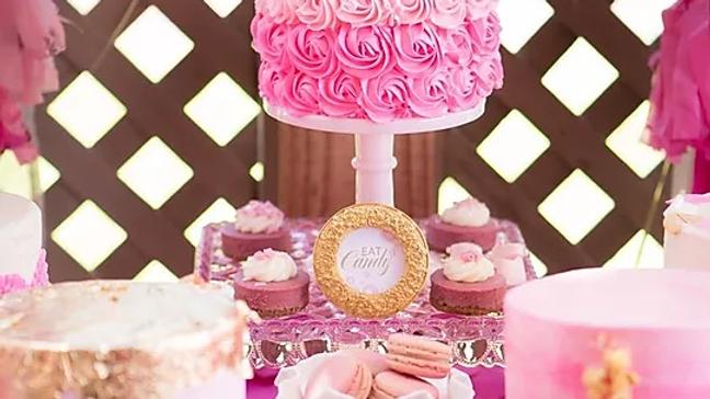 Nicole Bakes Cake