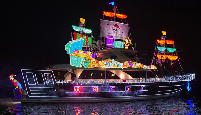 Newport Christmas Parade 2021 Newport Beach Christmas Boat Parade And Ring Of Lights 2020 2021 Fun With Kids In La