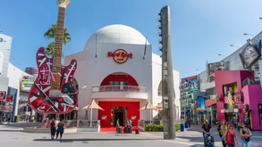 Universal CityWalk Hollywood Reopens For Take Out and Shopping!