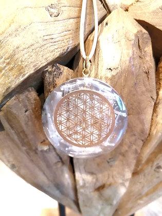 Energie-Orgonit-Anhänger mit Selenitkristallen