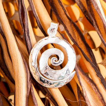 Handgehämmerte Silberspirale