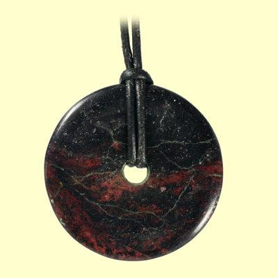 Granat-Donut am Lederband mit Silberverschluss