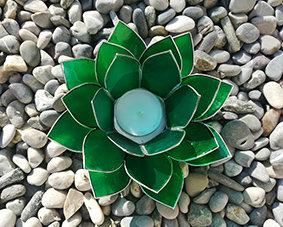 Lotus-Teelichthalter, gün mit Silberrand