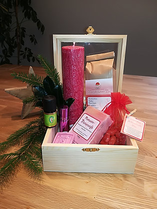Großes weihnachtliches Geschenkpaket