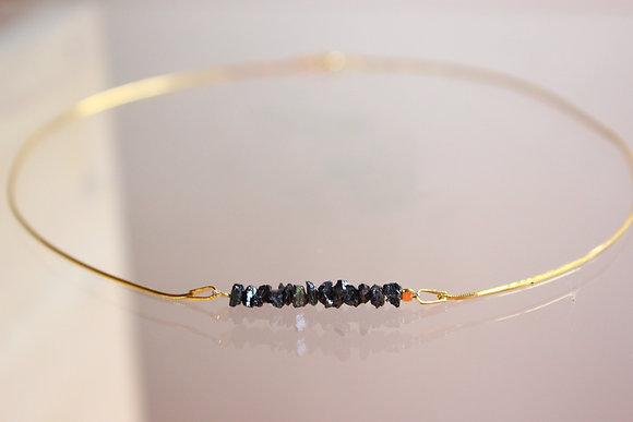 Goldenes Armband mit schwarzen Diamanten