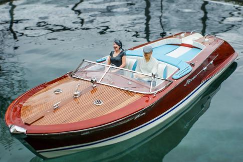 Modellboot mit 3D Figuren im Mst. 1: