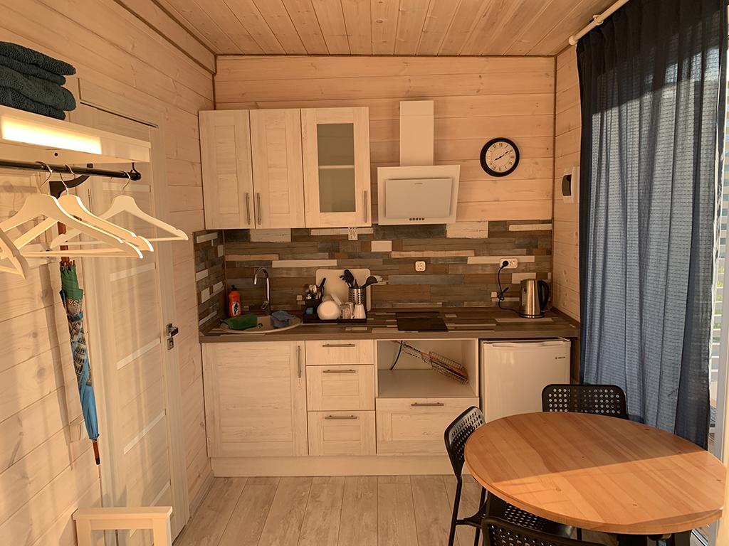 Кухня в домике VIP