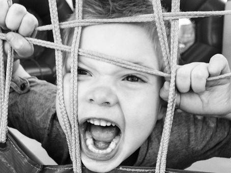 Como lidar com mal comportamento e agressividade na infância