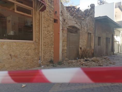Αυτοψίες στα πληγέντα κτίρια αλλά και οι πρώτοι οικίσκοι στη σεισμόπληκτη Κρήτη
