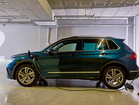 Τα νέα plug-in hybrid electric vehicles της Cosmote