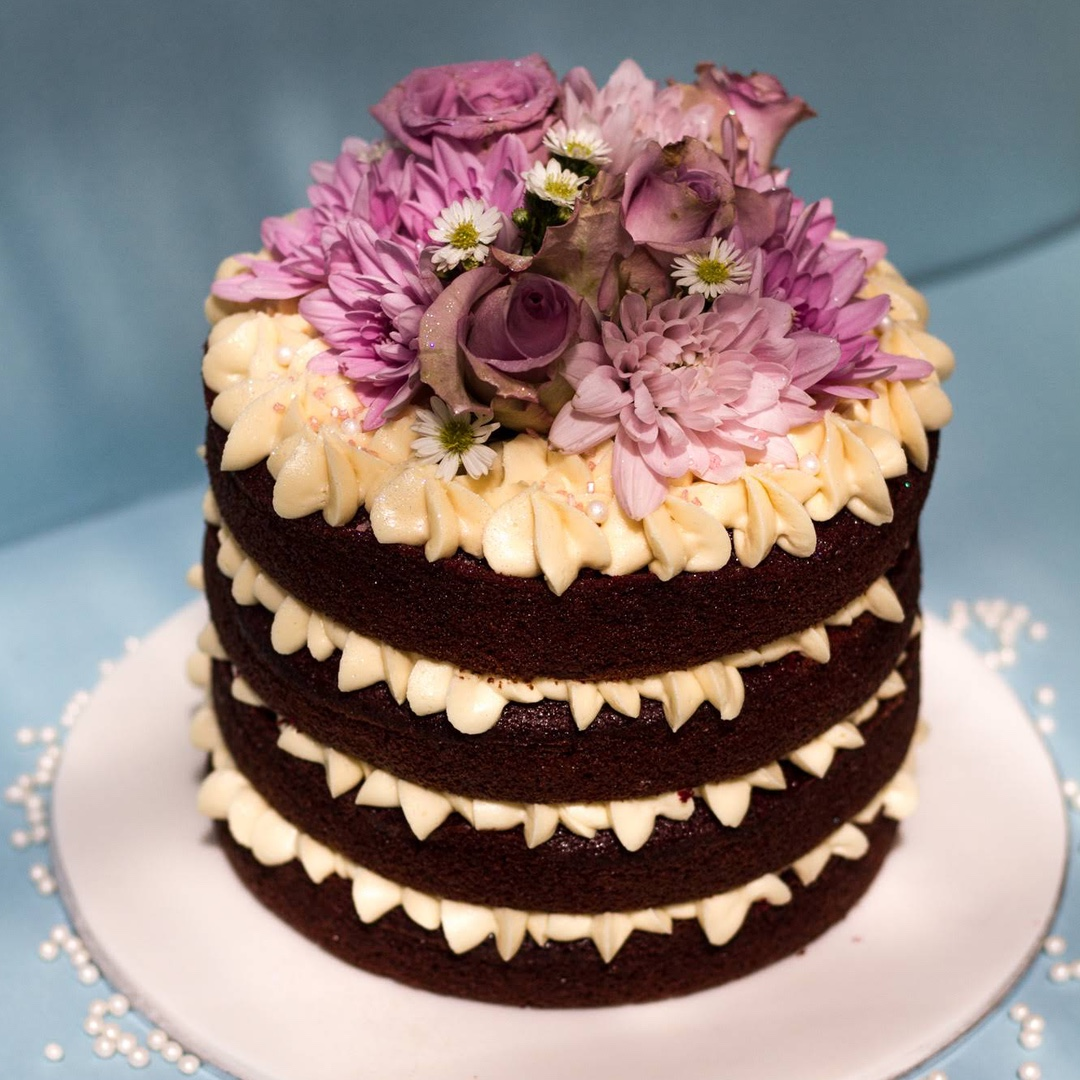 Custom cake with flower decorations