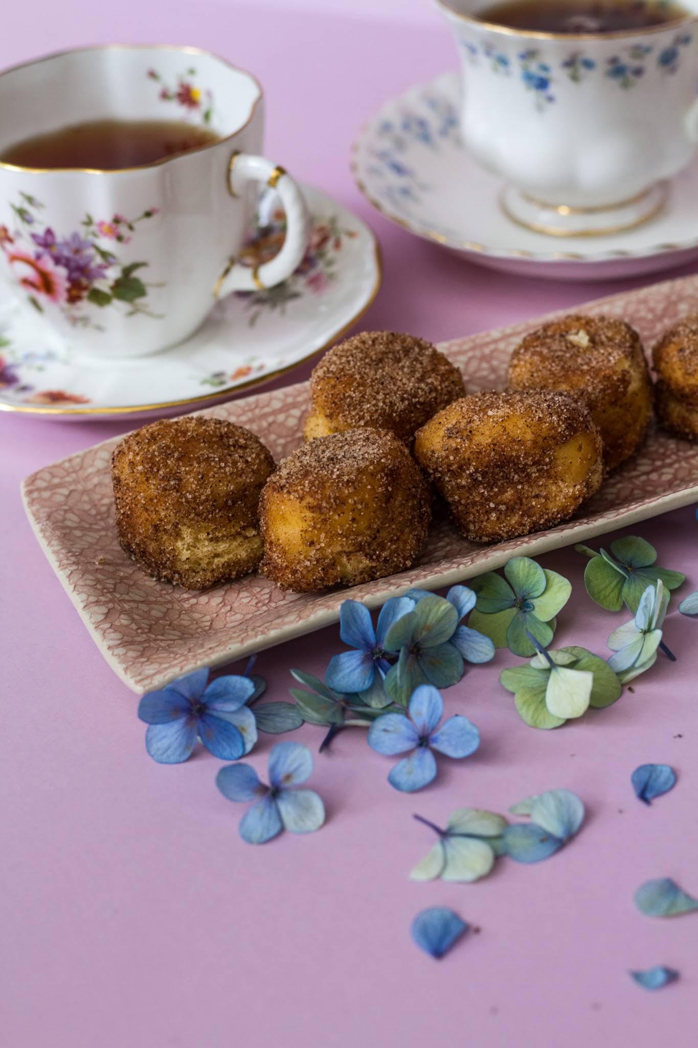 Donut bites & tea