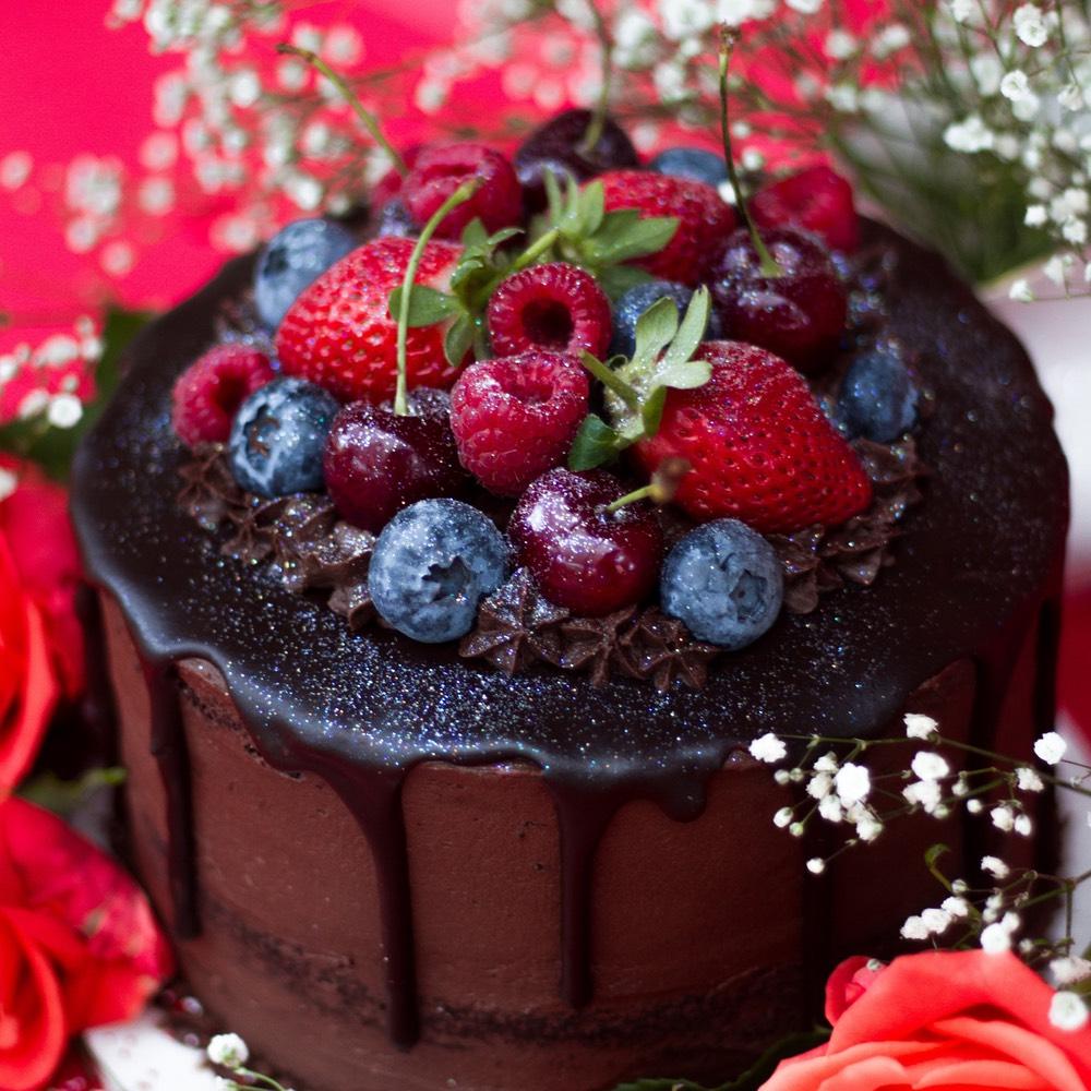 Chocolate cake with fondant drip