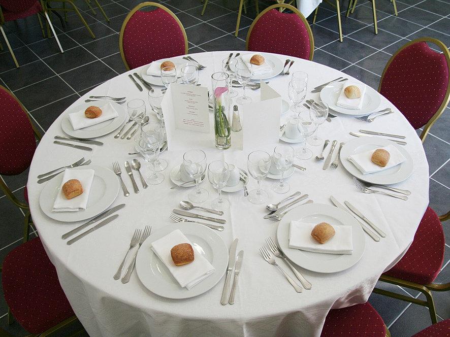 Salle mariage france la metairie de la barre table - Taille table ronde 8 personnes mariage ...