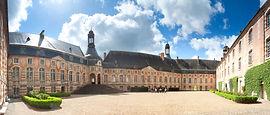 Château-de-Saint-Fargeau-cour-intérieure
