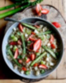 salade de quiona, fraises, feta, petits pois