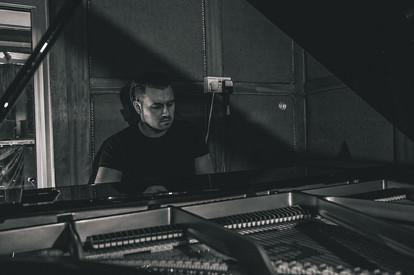 10 Gauge - Rob Jewson at piano
