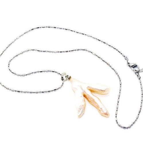 Laurences Chicken foot necklace