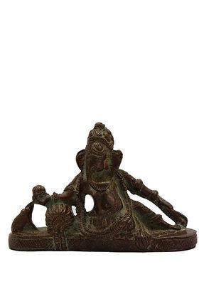 Statue Ganesh allongé sur un sofa Bronze N332