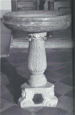 La Chiesa - Pila dell'acqua santa (Media