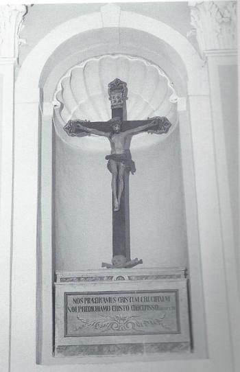 La Chiesa - Nicchia con Crocifisso (Medi