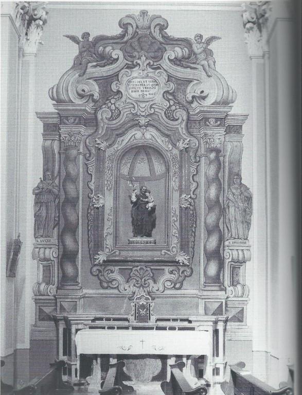 La_Chiesa_-_Altare_della_Pietà_(Media).j