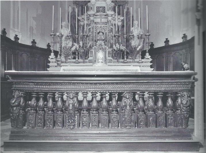 La Chiesa - Balaustre (Media).jpg