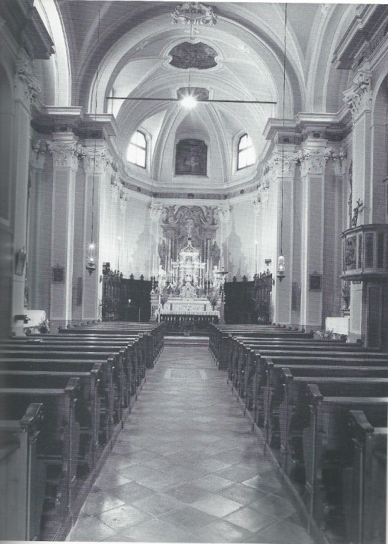 La Chiesa - Navata (Media).jpg