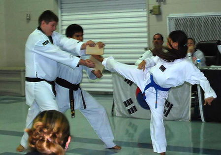 Taekwondo breaking techniques
