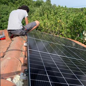 Installation de panneaux photovoltaïques sur site isolé à Aix-Les Milles (13290).