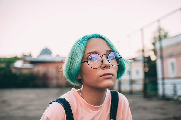 青い髪の少女