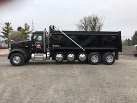avg_black_truck_4.jpg