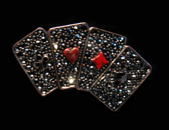 brooch Queen of Hearts CUT2.png