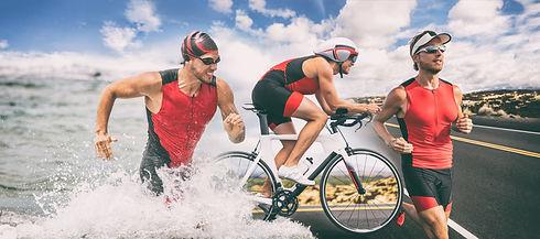Triathlon swim bike run triathlete man r